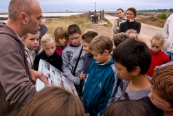 Salins des Pesquiers - Visite d'enfants