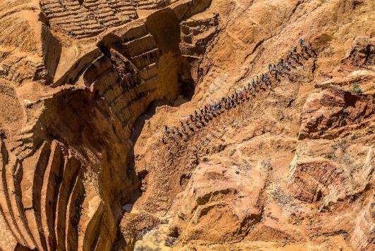 ©Yann Arthus-Bertrand - Mine de saphirs à ciel ouvert à Ilakaka