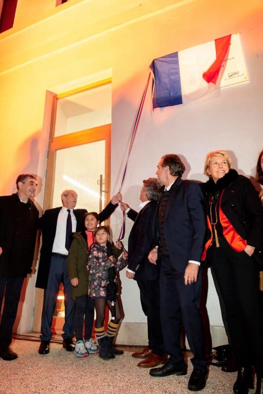 Dévoilement de la plaque de la médiathèque: Gilles Rebêche, Hubert Falco, Jean-Louis Borloo, Renaud Muselier et Corinne Vezzoni