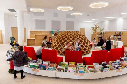 La médiathèque propose de nombreux espaces pour tous les publics