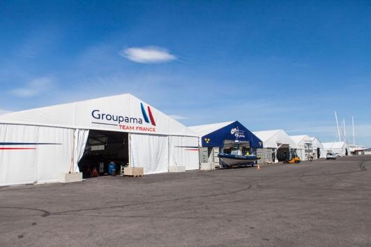J-4 ! En coulisses avec le Groupama Team France en plein montage de leur catamaran AC45 sur le site d'IMS à Saint-Mandrier