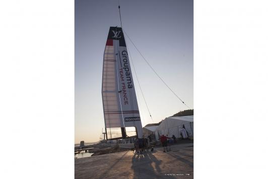 Mise à l'eau du bateau Groupama Team France à 8h à Saint-Mandrier