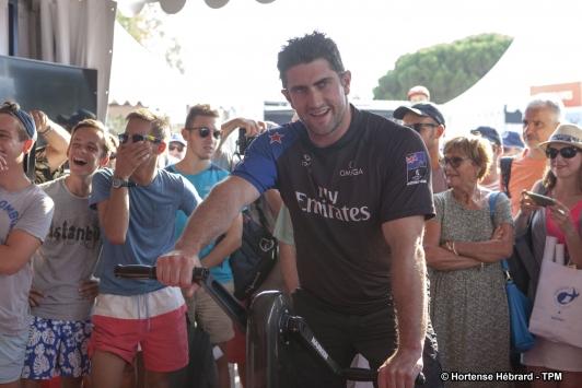 Les équipages sur le stand Groupama Team France pour démonstrations en winch en public