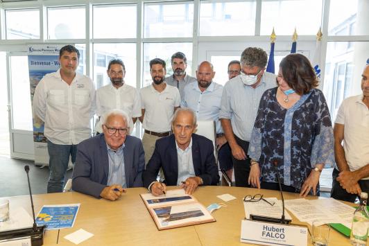 Signature de la charte pour la régulation de la fréquentation estivale des îles d'or