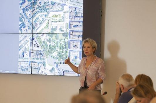 Corinne Vezzoni présentant son projet