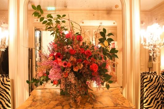 20h Maison Schiaparelli, accueil des invités et de la presse au cocktail de présentation des 30 finalistes retenus