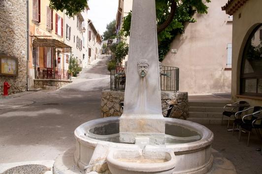 Fontaine du Revest-les-Eaux © Olivier Pastor TPM