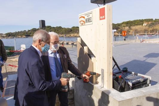 Pose premiers éléments de bois - future gare maritime/capitainerie - Tour Fondue