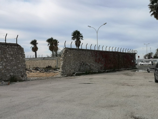 Déconstruction du mur d'enceinte de l'ancien Arsenal