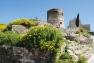 La Garde - La tour du château et la chapelle romane